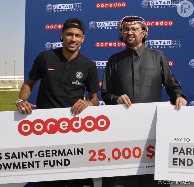 Neymar vence corrida de camelo em Doha, capital do Catar, nesta quarta-feira, 16 de janeiro de 2019