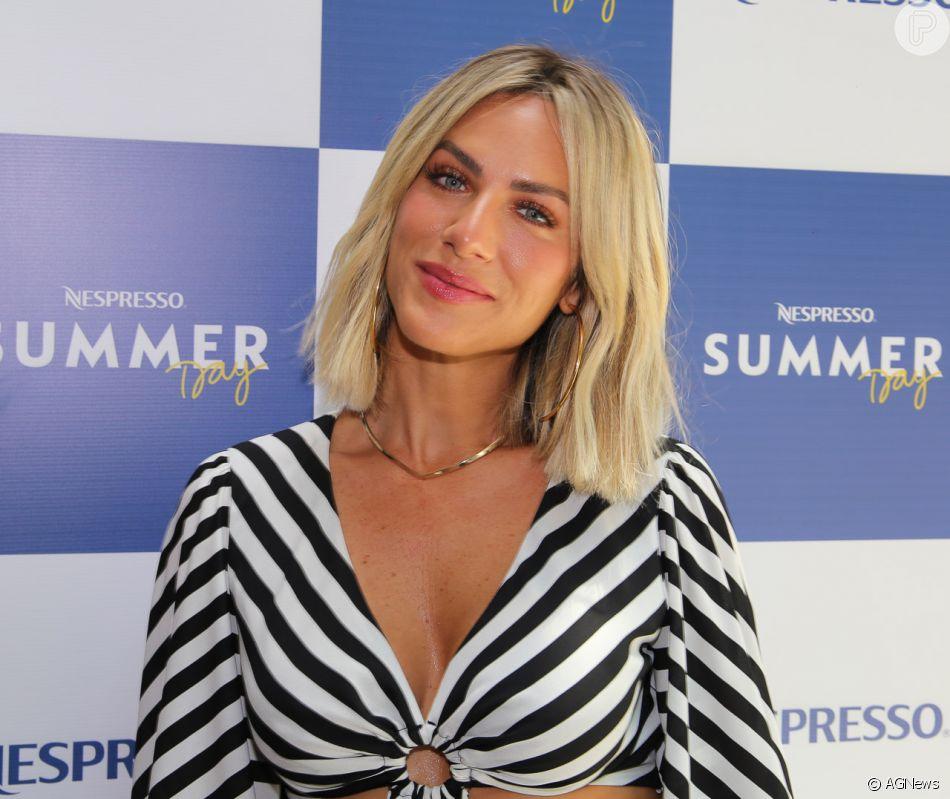 b6add7c351 Giovanna Ewbank usa conjunto listrado e exibe novo cabelo curto em ...