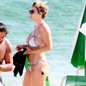 Regiane Alves curte praia após fim das gravações de 'O Tempo Não Para'. Fotos!