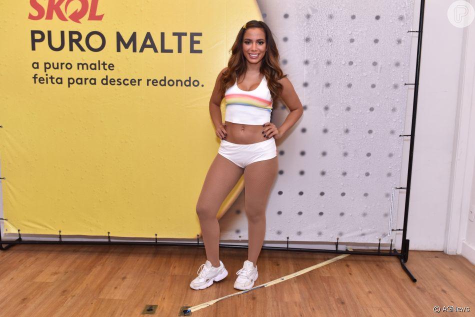 Anitta reduziu medidas de sua barriga com uma massagem feita pela massoterapeuta Patrícia França