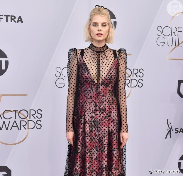 Pretinho (nada) básico: vestido de Lucy Boynton no SAG Awards em 27 de janeiro de 2019 em Los Angeles, Califórnia.