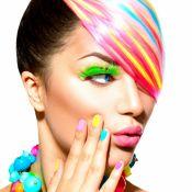 Neon fever! Inspire-se na tendência para curtir o Carnaval com unhas vibrantes