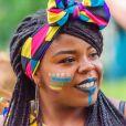 Lenços coloridos deixam o penteado de Carnaval mais divertido e fashion em qualquer tipo de cabelo