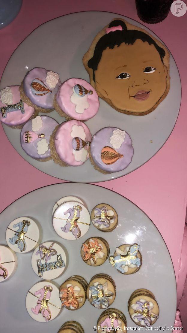 Kylie Jenner fez biscoitos com a cara da filha, Kylie Jenner