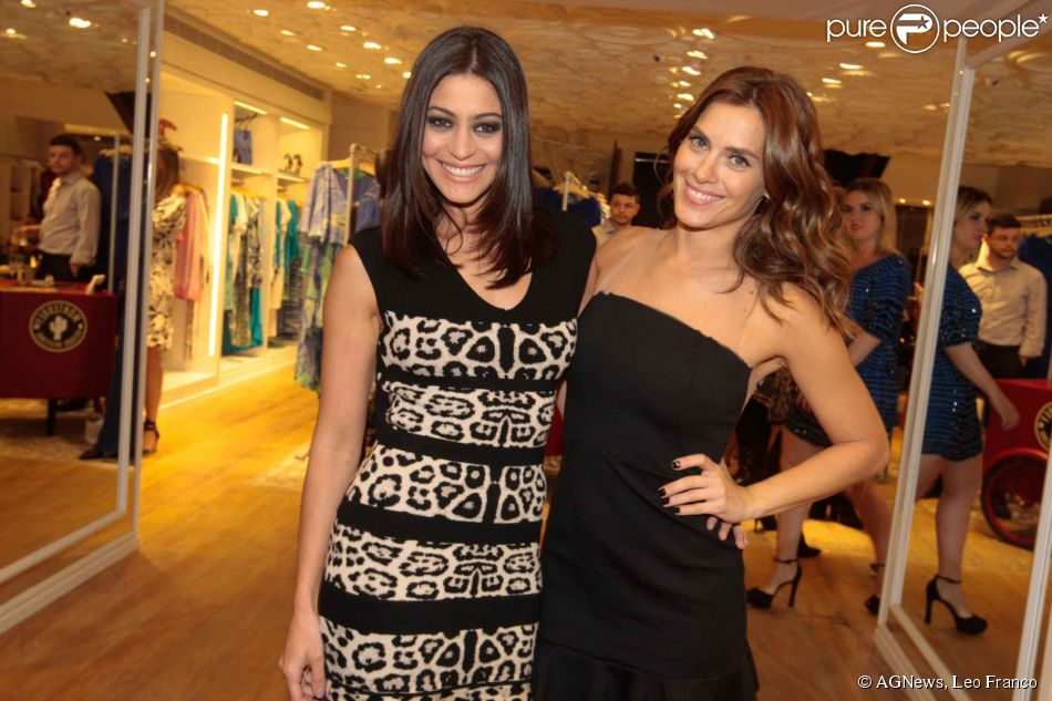Carolina Dieckmann e Carol Castro prestigiam lançamento da loja Le Lis Blanc na rua Oscar Freire, em São Paulo, nesta quarta-feira, 24 de setembro de 2014