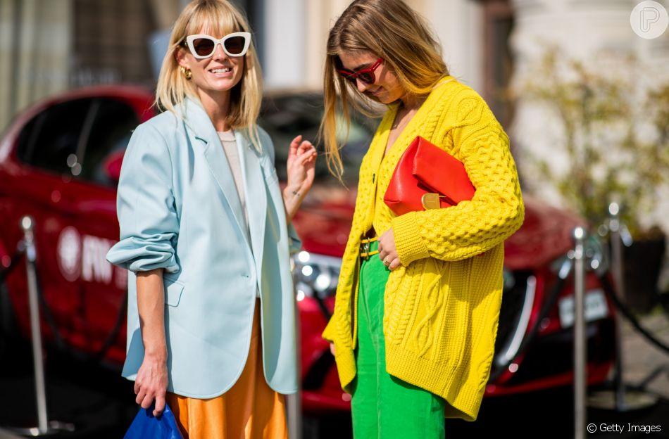 Cores vibrantes: o contraste de cores no look é uma escolha super fashionista