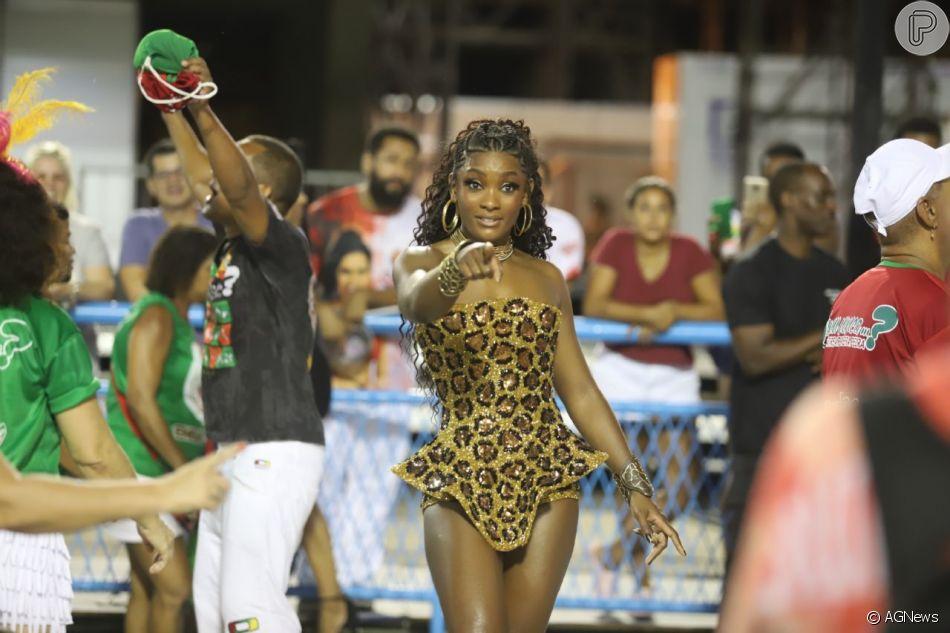 Erika Januza contou ao Purepeople durante ensaio da Grande Rio neste sábado, 16 de fevereiro de 2019, como está sendo seu preparativo para o carnaval, quando vai desfilar na escola e na Vai-Vai: 'Minha preparação é mais cardiovascular'