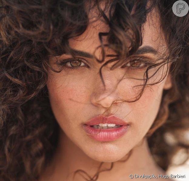 A atriz da novela das sete 'Verão 90', Giovana Cordeiro, bateu um papo com o Purepeople e falou sobre sua transição capilar e sobre sua hastag.