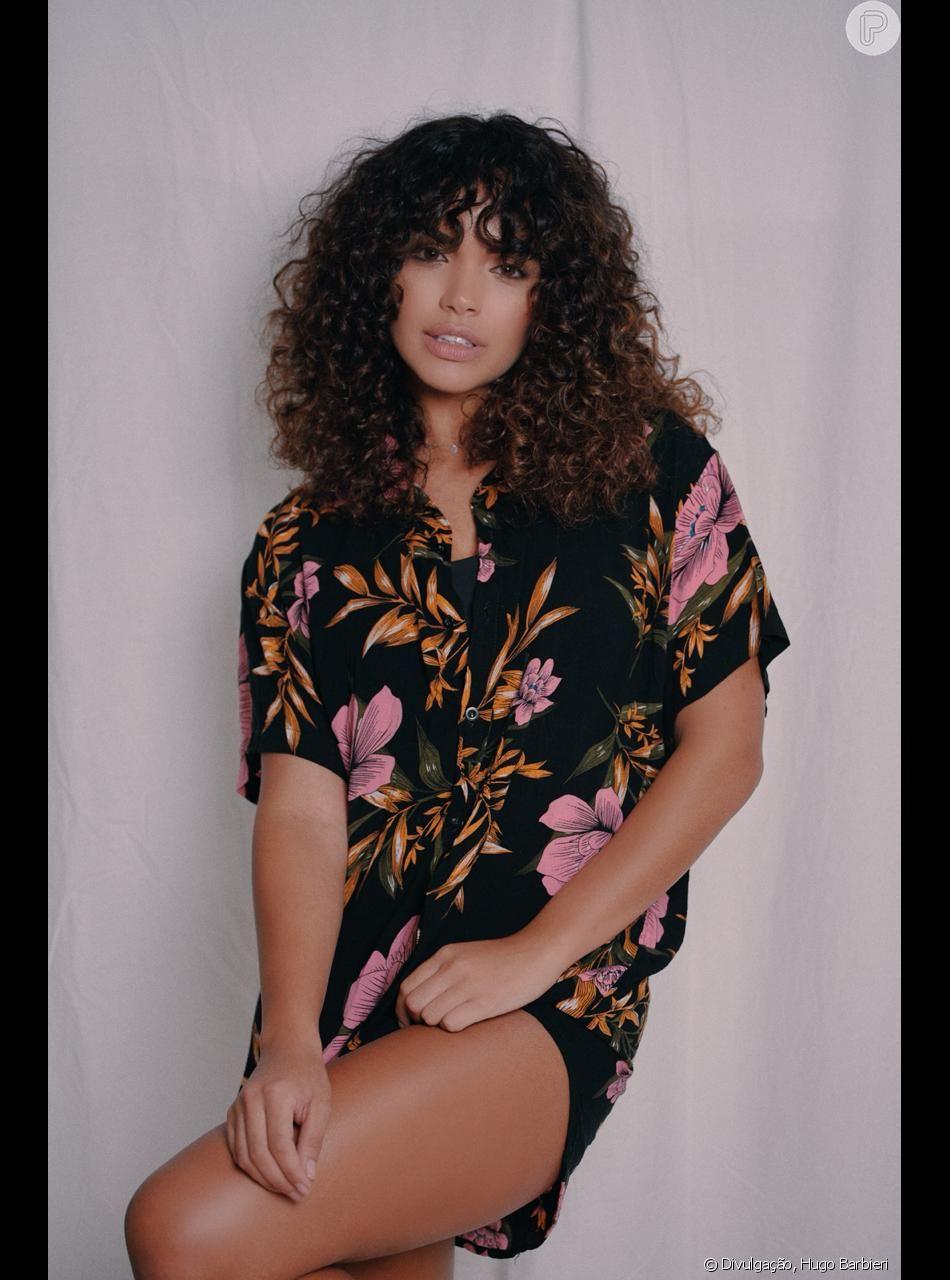 Giovana Cordeiro está atuando em 'Verão 90' como Moana.