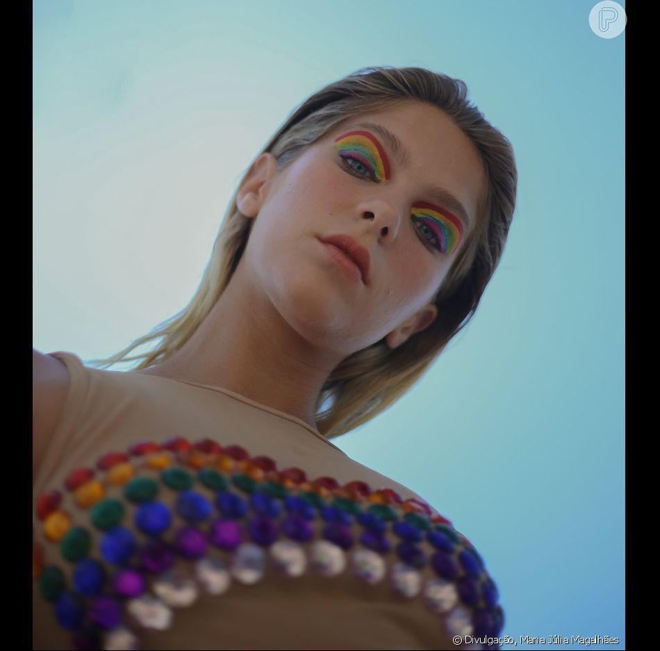 Isabella Santoni vai desfilar pela escola de samba do Rio de Janeiro Beija-Flor no domingo, 3 de março de 2019, entre 01:35 e 03:28. Nascida em Nilópolis, a atriz  virá como uma rata no lixo, no quinto e último carro da escola, uma homenagem ao enredo 'Ratos e urubus', de 1989