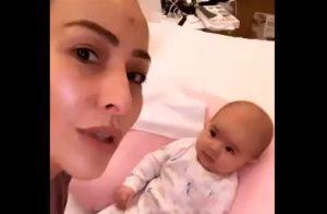 Filha de Sabrina Sato, Zoe explode fofurômetro em vídeo: 'Gosta de conversar'