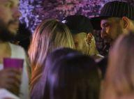 Neymar dá beijo discreto na cantora Rafaela Porto em camarote em Salvador. Foto!