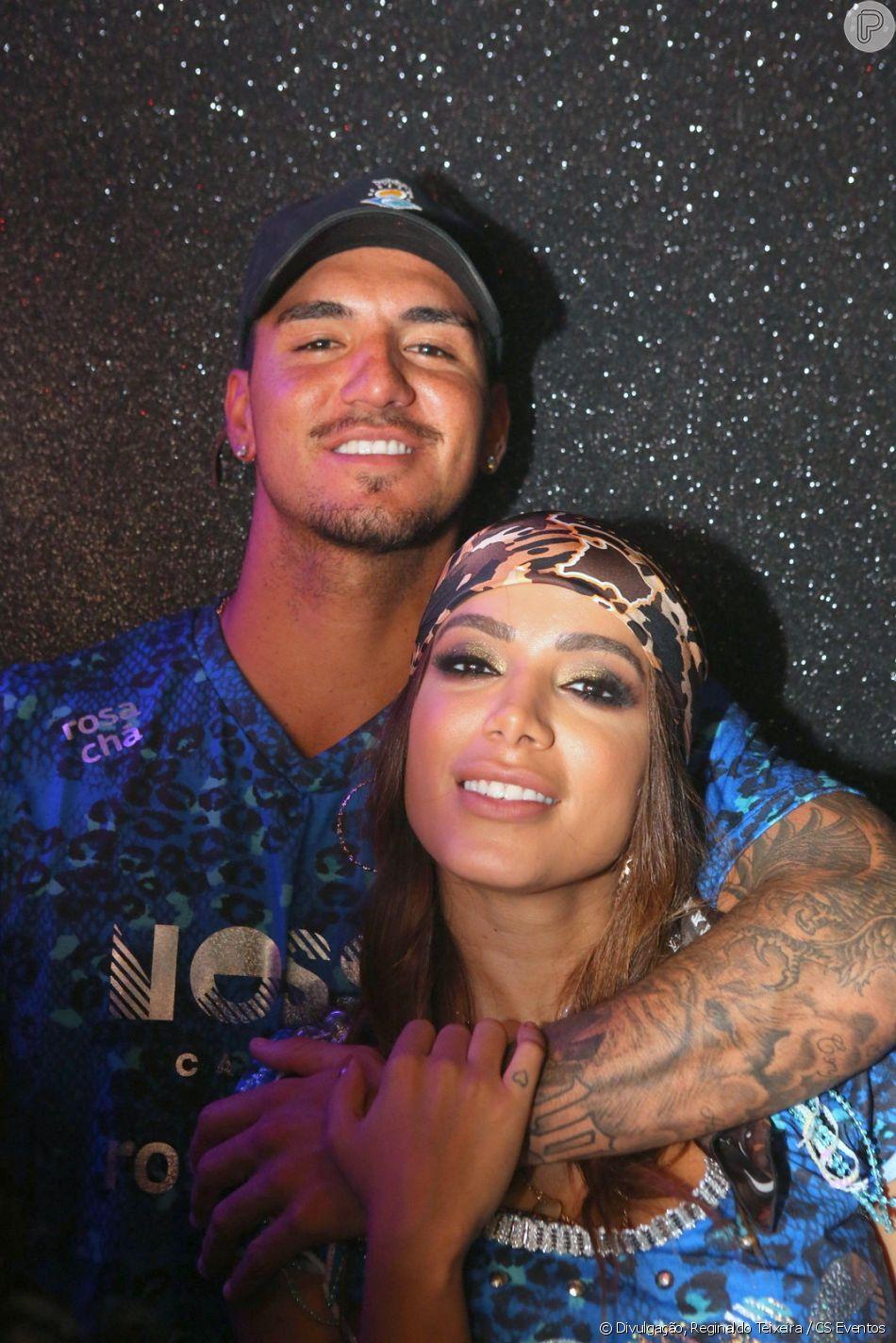 Anitta e surfista Gabriel Medina voltam a evento em camarote na Sapucaí