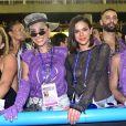 Bruna Marquezine posou para fotos com a apresentadora Sabrina Sato