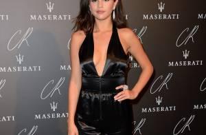 Selena Gomez e Cara Delevingne apostam em look decotado em evento. Veja fotos!