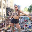 Anitta reuniu uma multidão no Centro do Rio com o seu Bloco das Poderosas.