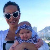 Fã de moda, Sabrina Sato mostra Zoe de tênis e óculos com brilho. Vídeo!