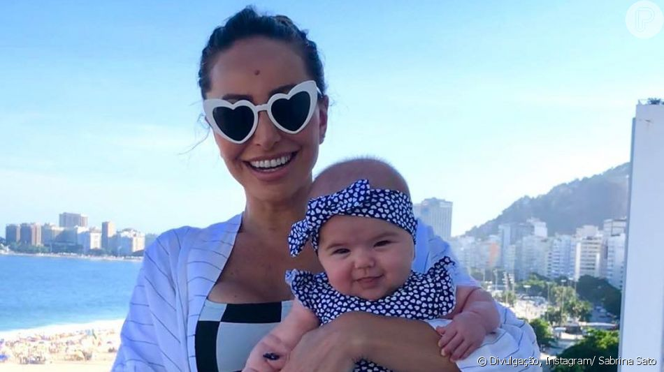 252d1ea91cf09 Sabrina Sato mostrou Zoe cheia de estilo com tênis e óculos de gatinho em  seu Instagram