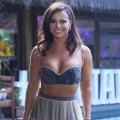 Top e hot pants: Viviane Araujo investe em transparência em festa de 44 anos