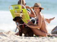 Que amor! Solteira, Juliana Paiva curte praia com seu cachorro: 'Love'