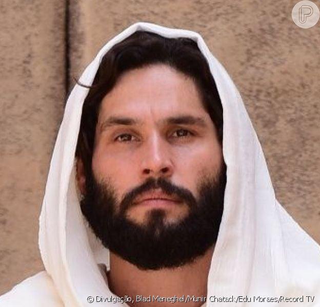 No penúltimo capítulo da novela 'Jesus', Jesus (Dudu Azevedo) sobe aos céus após ser abraçado por uma luz intensa, na sexta-feira, 19 de abril de 2019
