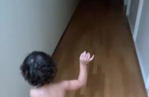 Briga de travesseiro e fofura com bebê: Marquezine curte dia entre amigos. Vídeo