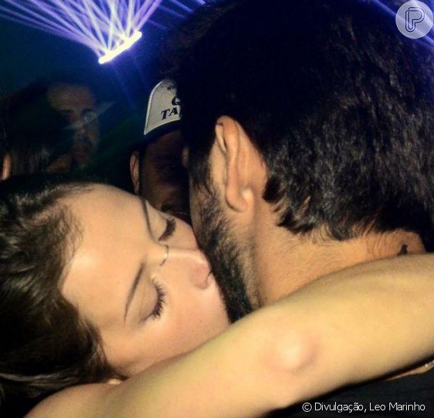 Rodrigo Simas e Agatha Moreira trocaram beijos em festa na noite deste domingo, 5 de maio de 2019
