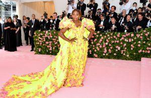 Versátil! Serena Williams vai de tênis para o baile do MET com vestido dramático