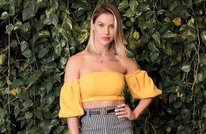 Andressa Suita aposta em trend xadrez com bolsa hit de R$ 13,9 mil em almoço