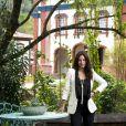 Laura (Yanna Lavigne) fica revoltada com a morte do pai e atira em Luz (Marina Ruy Barbosa) na novela 'O Sétimo Guardião'