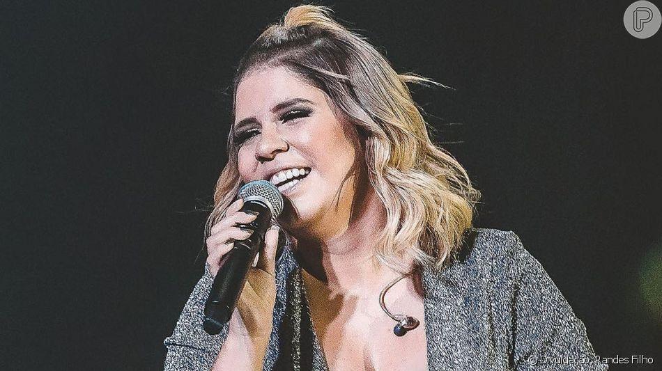 Marilia Mendonça repete trend glow em look de show que aconteceu em São Paulo, nesta sexta-feira, dia 10 de maio de 2019