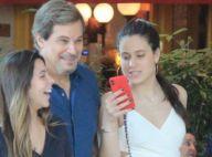 Sophia Raia elege look branco para almoço com o pai, Edson Celulari, e amiga