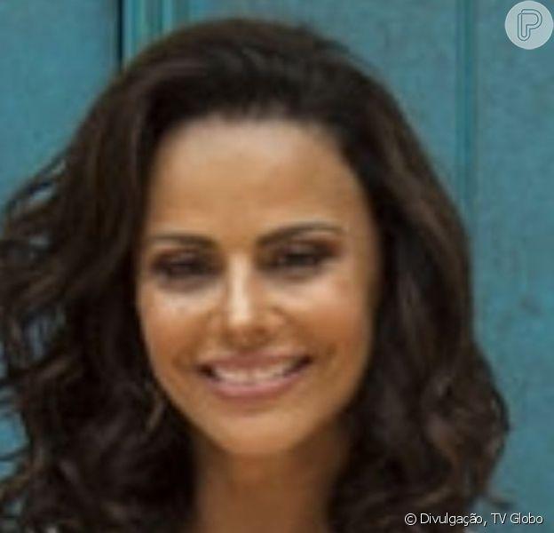 Viviane Araujo e o diretor Rogério Gomes, o Papinha, estão se conhecendo melhor, diz a colunista Fabíola Reipert, do programa 'Balanço Geral'