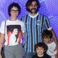 Juliano Cazarré é pai de três filhos com Letícia Cazarré: Vicente, de 8 anos, Inácio, de 6, e Gaspar, de um mês