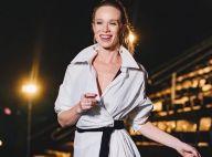 Mariana Ximenes esbanja elegância com look preto e branco avaliado em R$ 30 mil