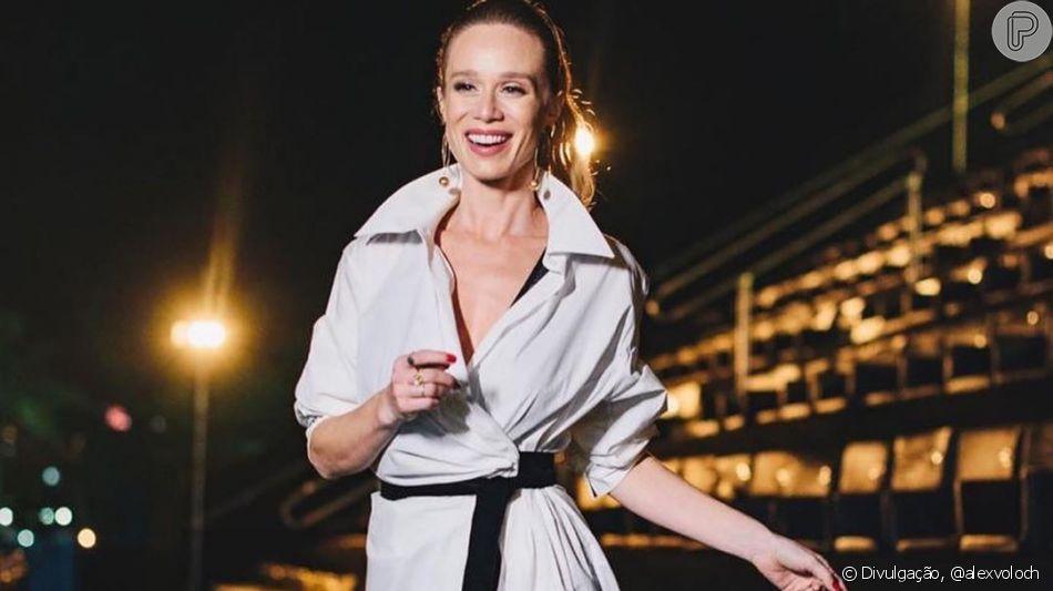 Mariana Ximenes usa look avaliado em mais de R$ 30 mil em produção clássica e elegante