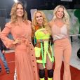 Joelma usou top neon e hot pant com estampa de animal print