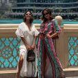 O vestido Amir Slama escolhido por Anitta em Dubai tinha uma fenda na parte frontal