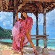 O maiô com capa escolhido por Anitta é da marca Amir Slama
