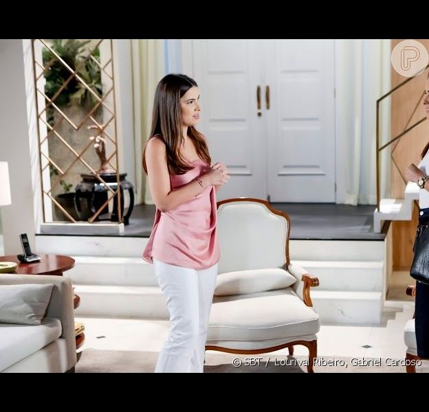 Débora (Lisandra Parede) pede ajuda para Luísa (Thaís Melchior) na novela 'As Aventuras de Poliana'