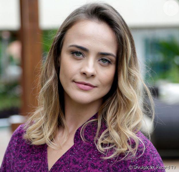 Juliana Silveira compartilhou foto nua em hotel da França: 'Liberdade'