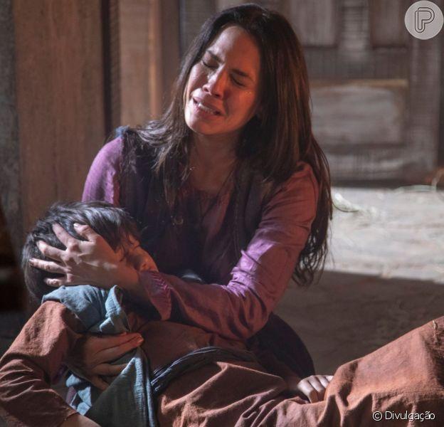 Na novela 'Jezabel', Queila (Juliana Knust) fica maravilhada ao ver o filho, Baruch (ator não divulgado), voltar à vida após Elias (Iano Salomão) rezar para Deus no capítulo de terça-feira, 18 de junho de 2019