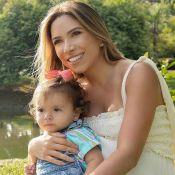 Patricia Abravanel filma a filha, Jane, de maria-chiquinha com boneca: 'Neném?'