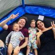 Thais Fersoza e Michel Teló, em tarde de folga com os filhos em casa, postaram vídeos com Melinda