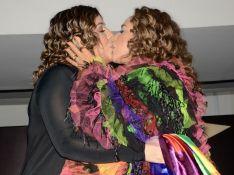 Parada LGBT: Daniela Mercury é ovacionada ao beijar mulher. 'Sem censura!'