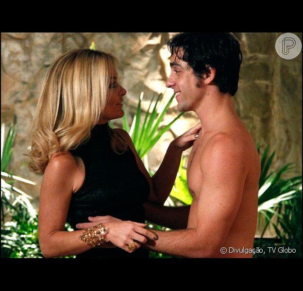Pamela (Cláudia Abreu) passa uma noite com Ernesto (Felipe Abib) em 'Geração Brasil', em 23 de outubro de 2014
