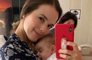 Thaeme relata falta de tempo após maternidade: 'Não durmo e não como direito'