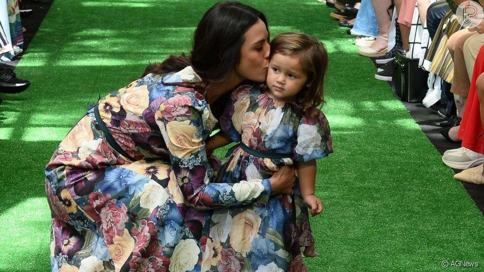 Yanna Lavigne deu bronca na filha após Madalena, de 2 anos, riscar o edredom