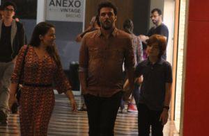 Rodrigo Lombardi passeia com mulher e filho de 11 anos em shopping. Fotos!
