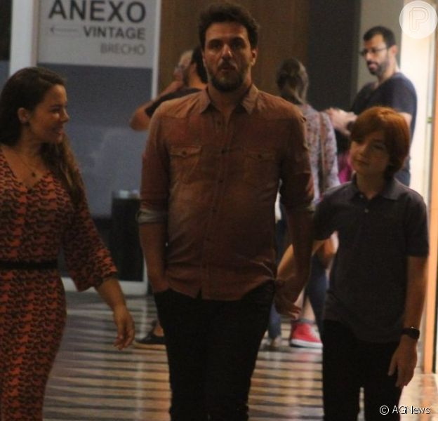 Rodrigo Lombardi fez programa em família com a mulher, Betty Baumgarten, e o filho, Rafael, de 11 anos
